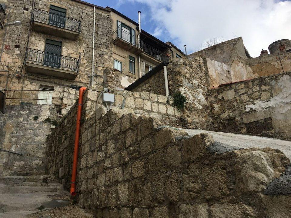 روستایی در ایتالیا خانههای متروکه خود را با قیمت 1 یورو میفروشد12