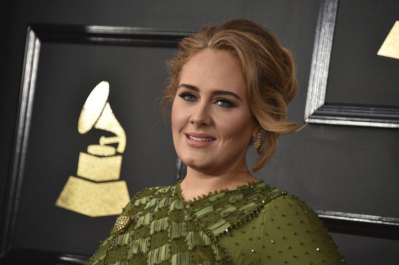 «اَدل» (Adele) خواننده و ترانه سرای مشهور بریتانیایی