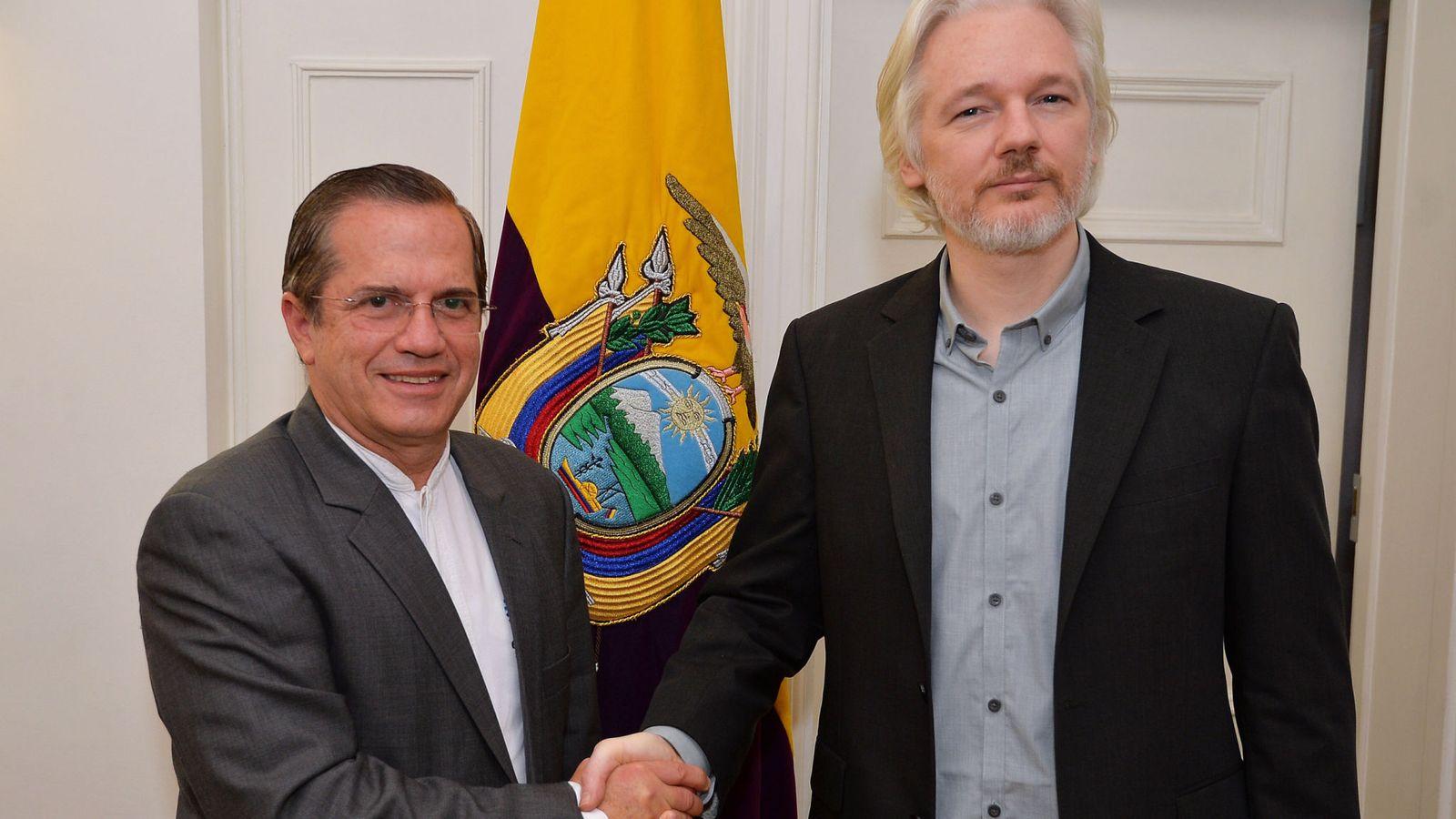 دستگیری جولین آسانژ در سفارت اکوادور