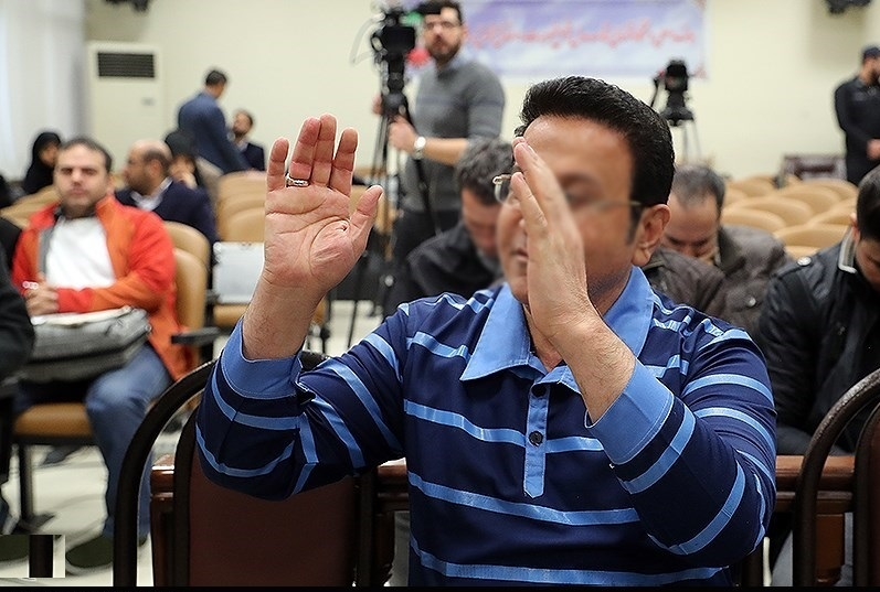 پایان بازی میلیاردر پوشالی فوتبال: ۲۰ سال زندان و ۷۴ ضربه شلاق برای «حسین هدایتی»
