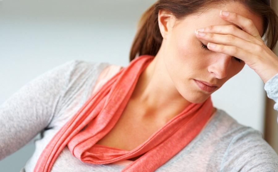 چرا زنان پیش از سیکل قاعدگی دچار اختلال خواب میشوند؟
