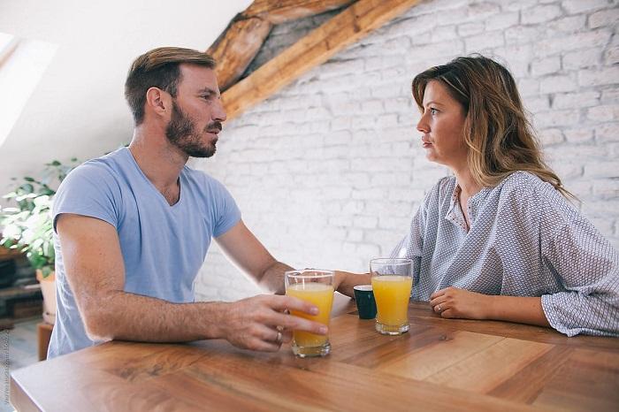 درباره مسائل جدی زندگی به راحتی با یکدیگر بحث می کنید