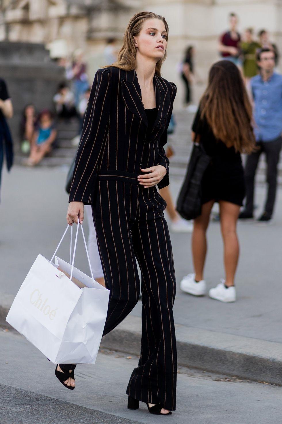 10 ترفند برای سازماندهی کردن کمد لباسها؛ کم اما هوشمندانه خرید کنید