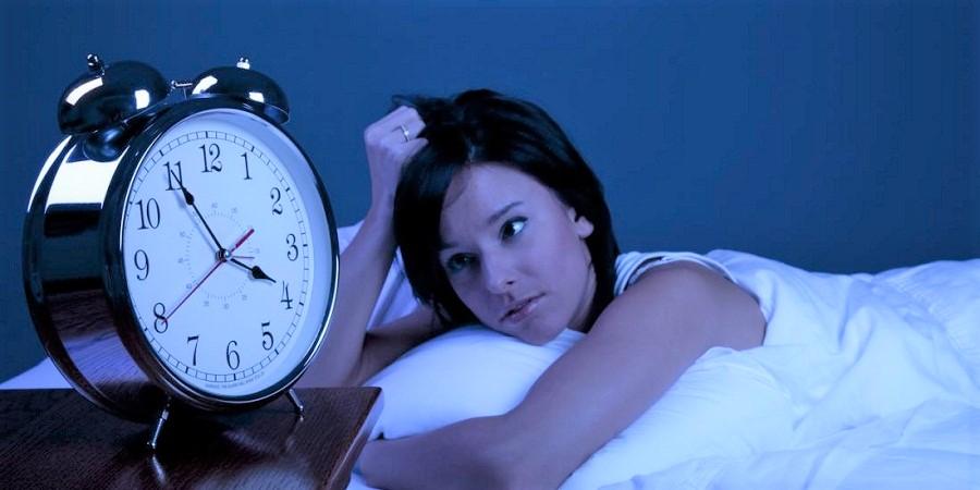 چرا نیمه های شب از خواب بیدار می شویم؟