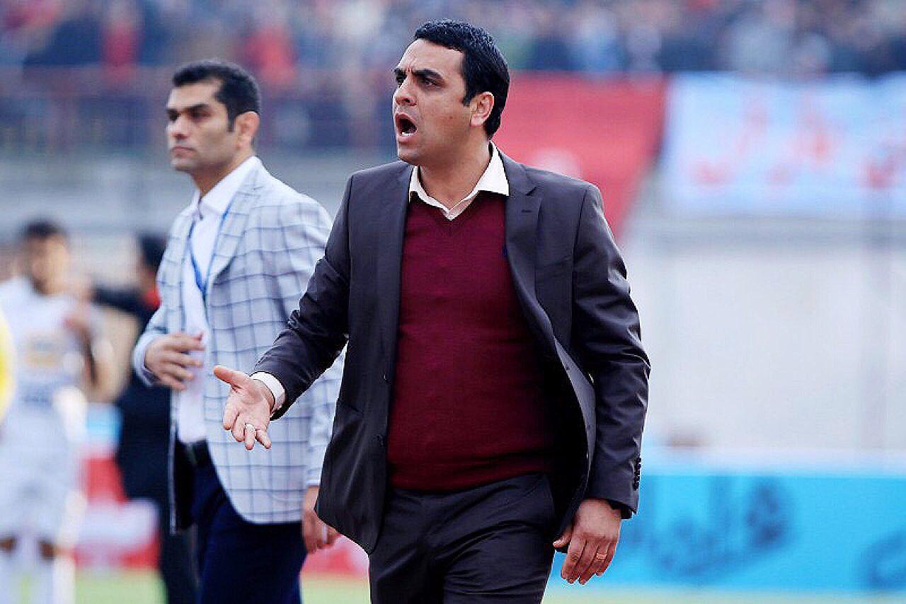 هیچ ماجرایی در فوتبال ایران وجود ندارد که سعید فتاحی در مورد آن اظهارنظر نکرده باشد.