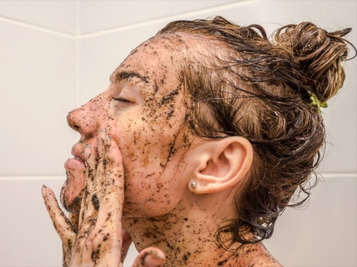 عوامل چرب شدن پوست صورت