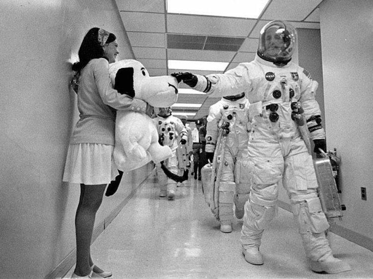 در ادامه این مطلب قصد داریم شما را با 15 زنی آشنا کنیم که نقشی بسیار مهم در فرود فضاپیمای آپولو 11 در 20 جولای 1969 روی کره ماه داشتند.