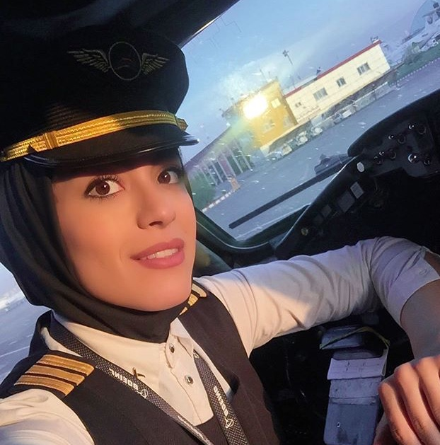 نشاط جهانداری ؛ دومین خلبان زن ایرانی که کاپیتان شد
