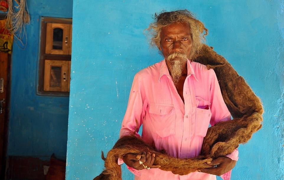 مرد هندی با موهایی که 40 سال است نه کوتاه شده و نه شسته شده اند