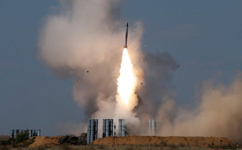 سامانه دفاع موشکی سطح به هوای برد بلند S-400