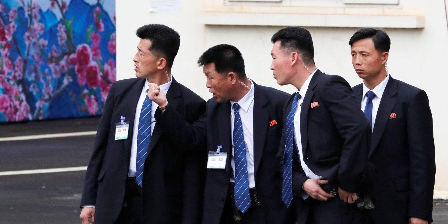 محافظان رهبر کره شمالی