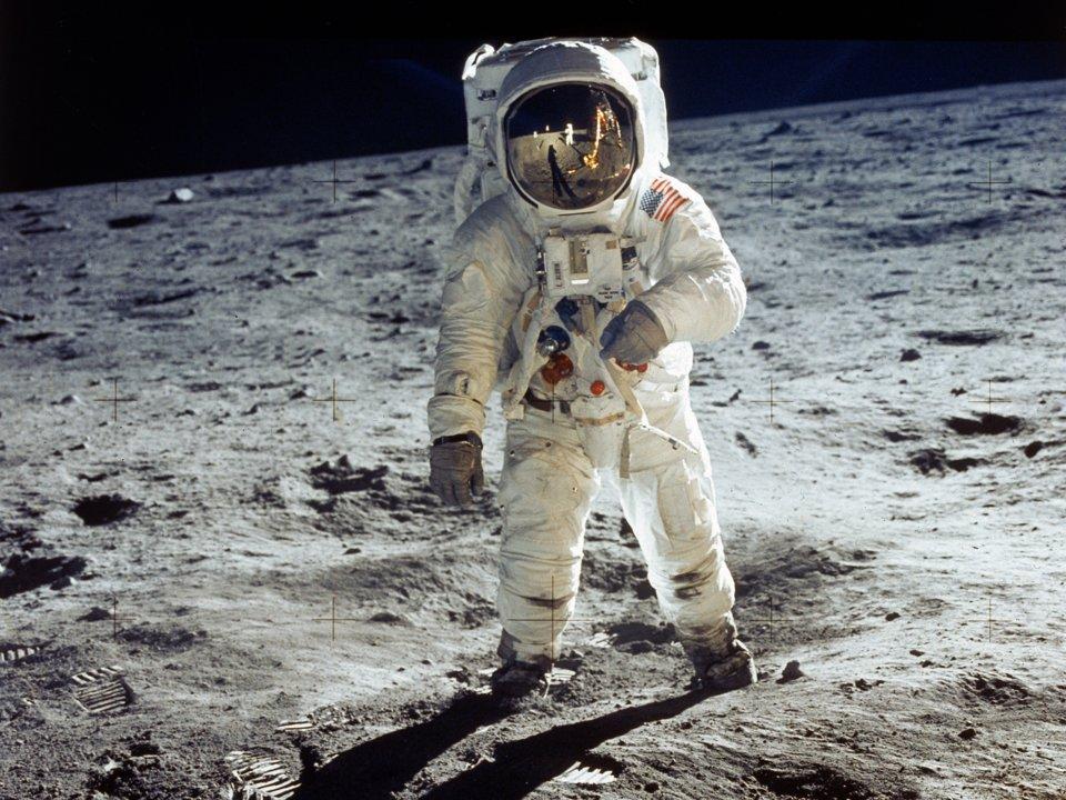 از کیسه تا پوشک؛ روش های دستشویی کردن فضانوردان در ماموریت های آپولو در ماه
