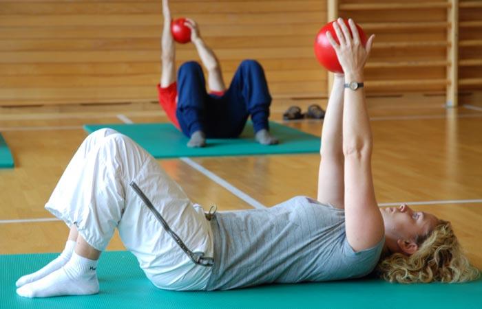 تمرینات ورزشی برای فرم دادن، سفت کردن و بالا بردن سینه ها