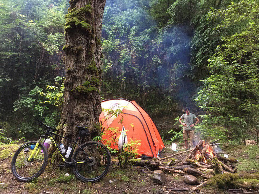 سفر تیم روزیاتو به پلنگدره و چادر زدن در جنگل [تماشا کنید]