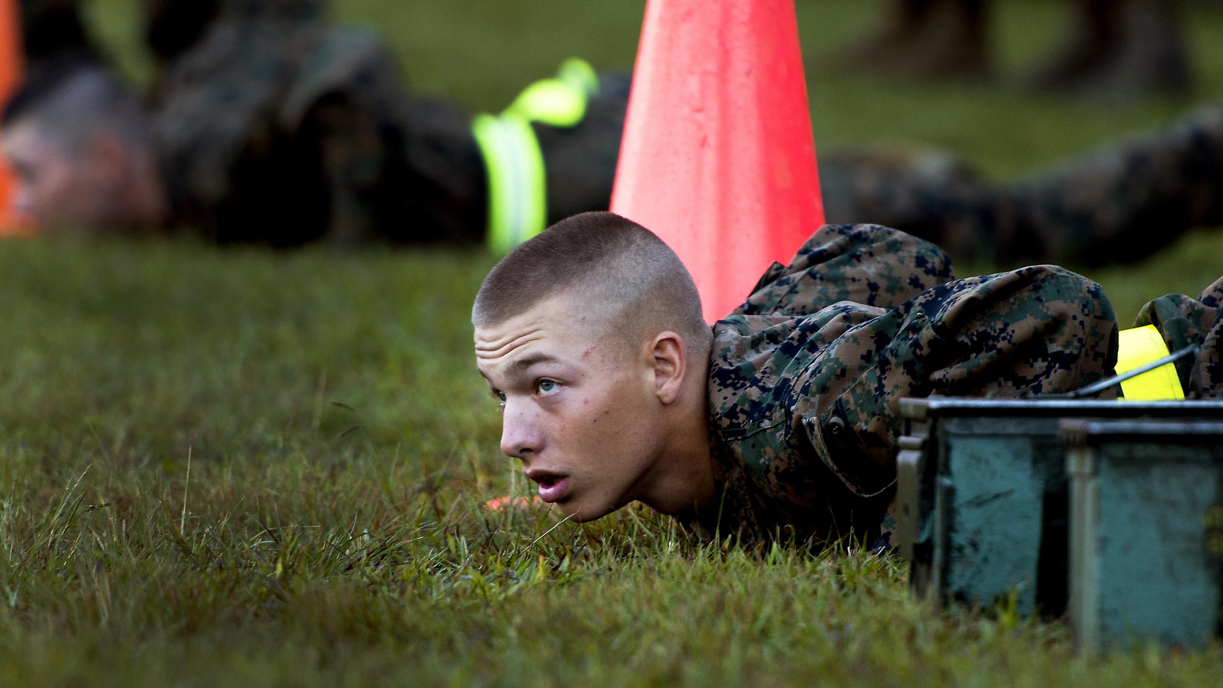 آموزش سرباز از نوع آمریکایی؛ یک شبانه روز با تفنگداران ویژه دریایی در پادگان آموزشی [قسمت دوم]