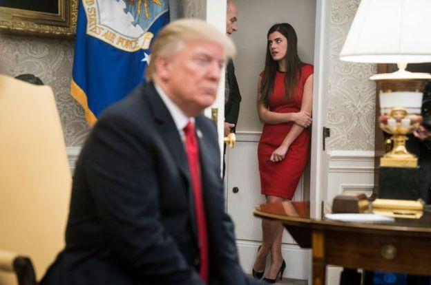 مادلین وسترهوت، دستیار شخصی دونالد ترامپ بعد از افشای اطلاعاتی در مورد روابط شخصی خود با رییس جمهور و شایعاتی در مورد دختران او از کاخ سفید اخراج شد.