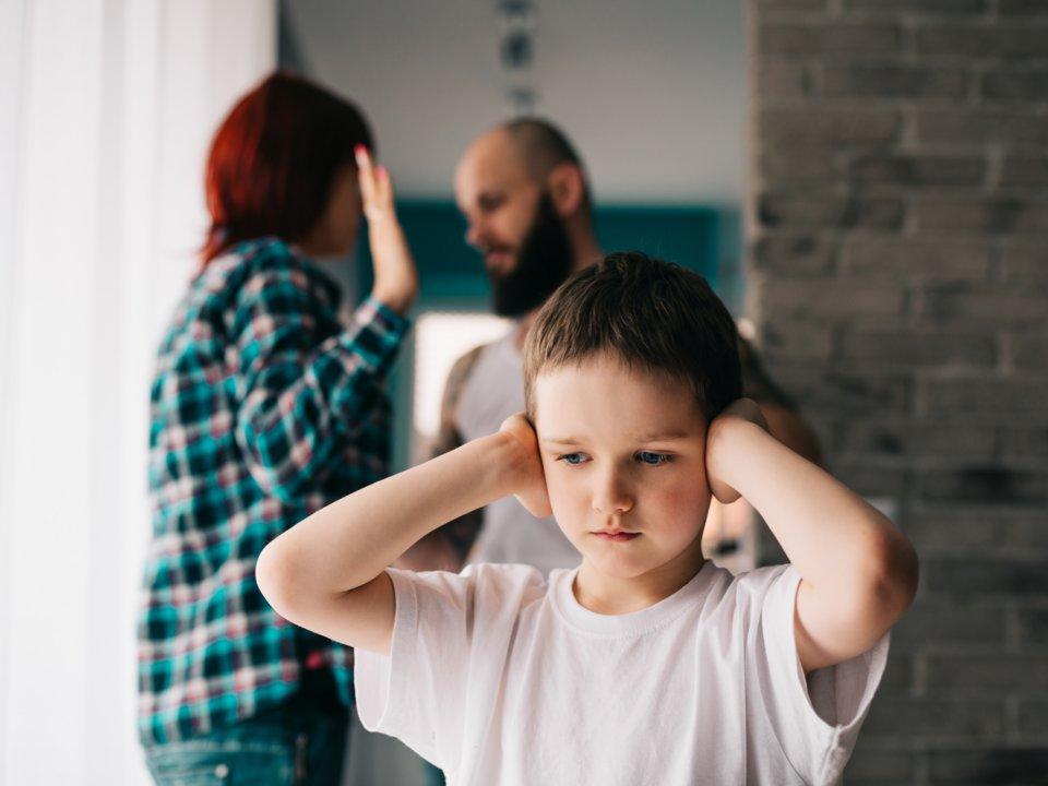 تربیت درست و مناسب فرزندان مهم ترین و چالش برانگیزترین وظیفه ای است که والدین دارند که علیرغم چالش هایش نقش اصلی را در شکل گیری شخصیت کودکان دارد.