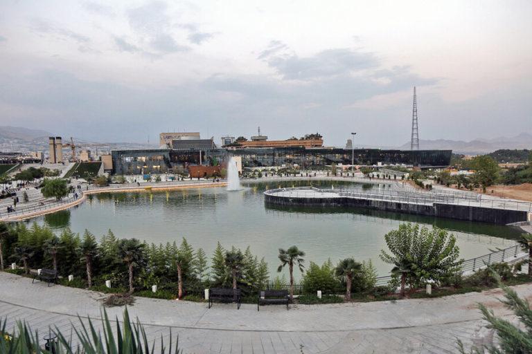 دریاچه و باغ هنر تهران