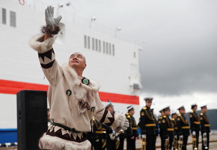 نسل جدیدی از نیروگاه های هسته ای روسیه که شناور هستند باعث شده برخی کارشناسان محیط زیست از اولین نمونه آن ها با نام چرنوبیل روی یخ و تایتانیک هسته ای یاد کنند.