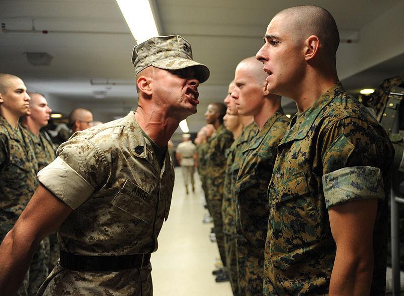 آموزش سرباز از نوع آمریکایی؛ یک شبانه روز با تفنگداران ویژه دریایی در پادگان آموزشی [قسمت اول]