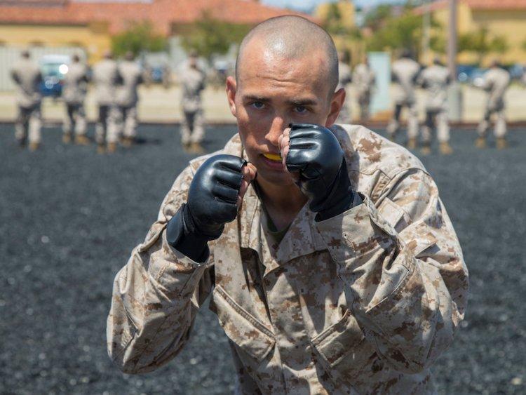 خدمت سربازی و حضور در پادگان آموزشی یکی از تجربیاتی است که هیچ پسری فراموش نمی کند. زندگی به عنوان یک سرباز سختی های خاص خود را دارد