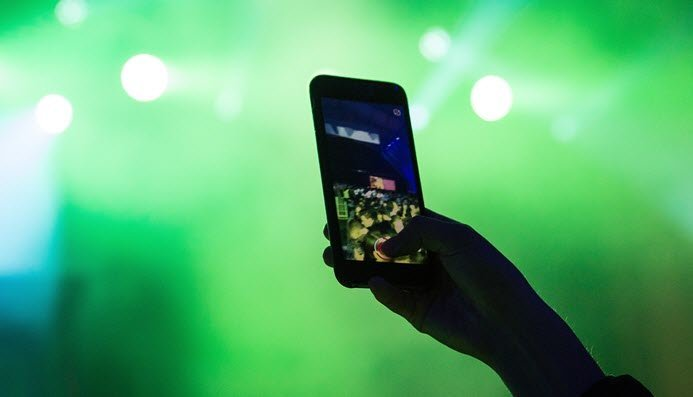 اسلوموشن (slow motion) از دیرباز یکی از افکت های جذاب و پراستفاده ویدیویی بوده است که روزگاری تنها در دوربین های گرانقیمت و بسیار پیشرفته دیده می شد.