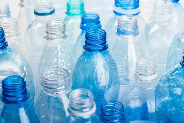 در سال های اخیر تلاش های بسیاری برای پیدا کردن راهی به منظور بازیافت پلاستیک، استفاده از آن ها برای ساخت وسایل دیگر یا ساخت نمونه های قابل تجزیه صورت گرفته است.