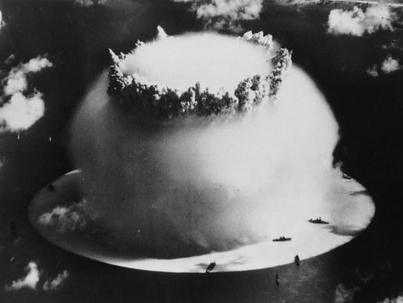 اخیراً از دونالد ترامپ نقل شده که این کشور می تواند از بمب هسته ای برای مقابله با گرباد و طوفان استفاده کند.