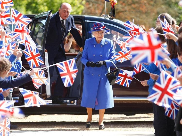 کارهای عادی که ملکه بریتانیا نکرده