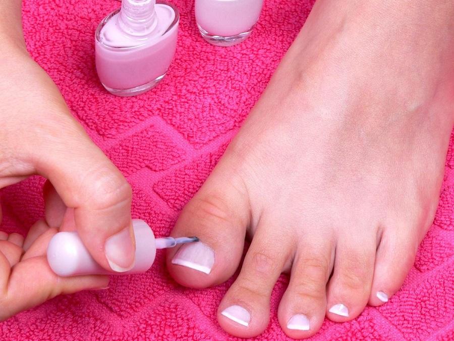 10 مرحله آسان برای پدیکور کردن پا در خانه؛ فرنچ پدیکور