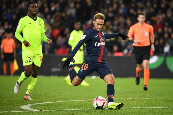 وقتی نیمار در تابستان 2017 در یک نقل و انتقال جنجالی و کشدار از بارسلونا به پاری سن ژرمن پیوست به گرانقیمت ترین بازیکن تاریخ فوتبال تبدیل شد.