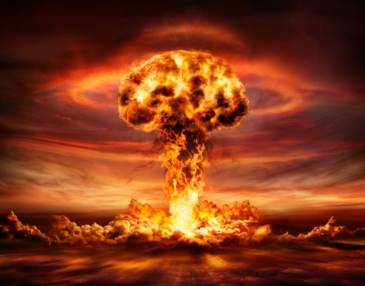 در ادامه این مطلب می خواهیم به بررسی 8 سناریویی که ممکن است به وقوع آخرالزمان و نابودی حیات روی کره زمین و پایان بشریت منتهی شوند را بررسی کنیم.