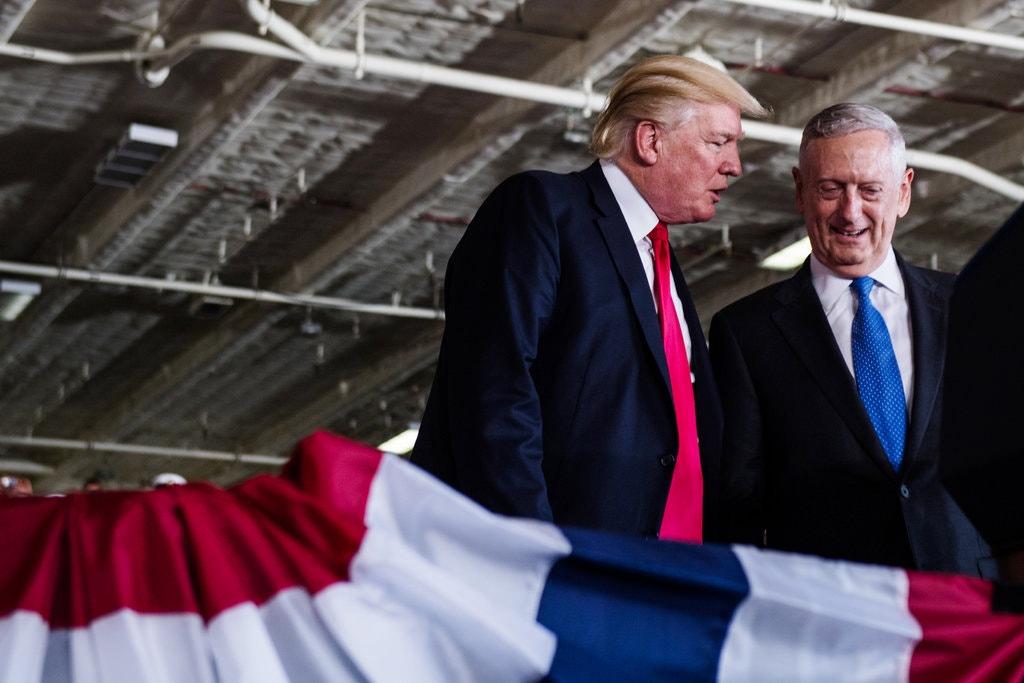 جیمز ماتیس (متیس)، وزیر دفاع سابق ایالات متحده، در کتاب جدید خود با عنوان «Call Sign Chaos: Learning to Lead» از همان ابتدا نشان می دهد که تمایلی به صحبت کردن و گمانه زنی در مورد عزل غیرمنتظره و تحقیر کننده اش توسط دونالد ترامپ از مقام خود ندارد