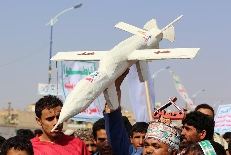 گروه حوثی های یمن یک روز پس از حمله پهپادی به دو مجتمع و میدان نفتی بزرگ و مهم در شرق عربستان سعودی اعلام کرد که این گروه پشت این ماجرا بوده و برای این کار از پهپادهای کامیکازه ساخت خود استفاده کرده است.