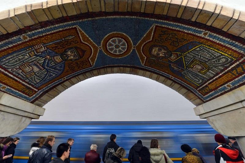 گشتی در متروی باشکوه کی یف که عمیق ترین ایستگاه متروی دنیا را دارد