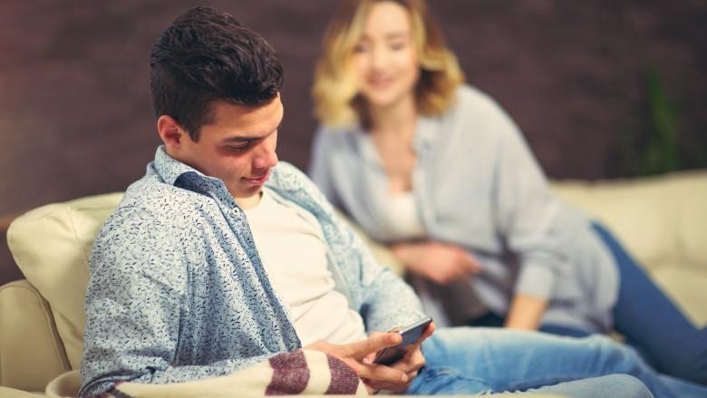 بایدها و نبایدهای چت کردن با کسی که تازه با او آشنا شدهاید