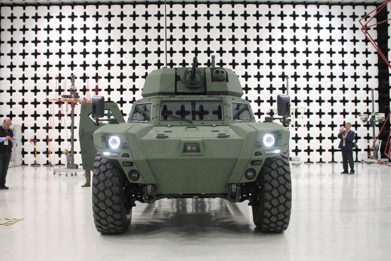 تانک ها و دیگر خودروهای زرهی آینده ممکن است به جای موتورهای با سوخت فسیلی با استفاده از موتورهای الکتریکی یا سیستم رانش هیبریدی حرکت کنند.