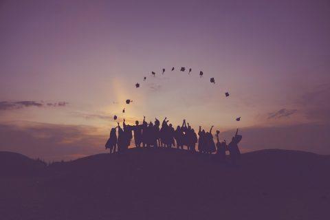 در بسیاری از کشورهای جهان برای تحصیل در دانشگاه باید مبالغ قابل توجهی بپردازید به نحوی که شهریه دانشگاه در کشورهایی مانند ایالات متحده به یک معضل تبدیل شده