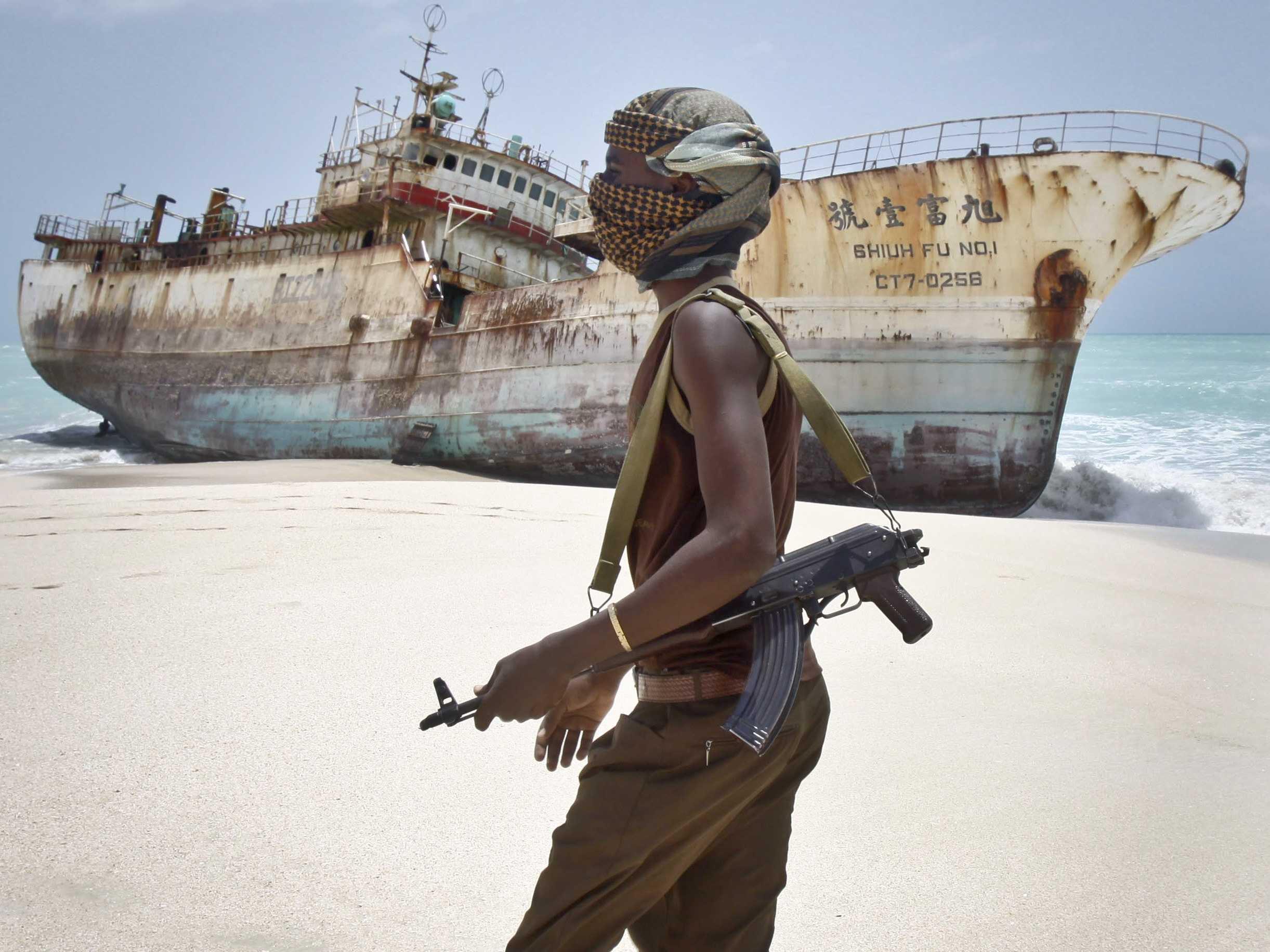 در عصر جدید نیز شکلی جدید از دزدی دریایی و نسلی به همان اندازه خشن از دزدان دریایی شکل گرفته اند که بر پهنه ای از اقیانوس حکمرانی می کنند و پایتخت آن ها کشوری است آفریقایی: سومالی