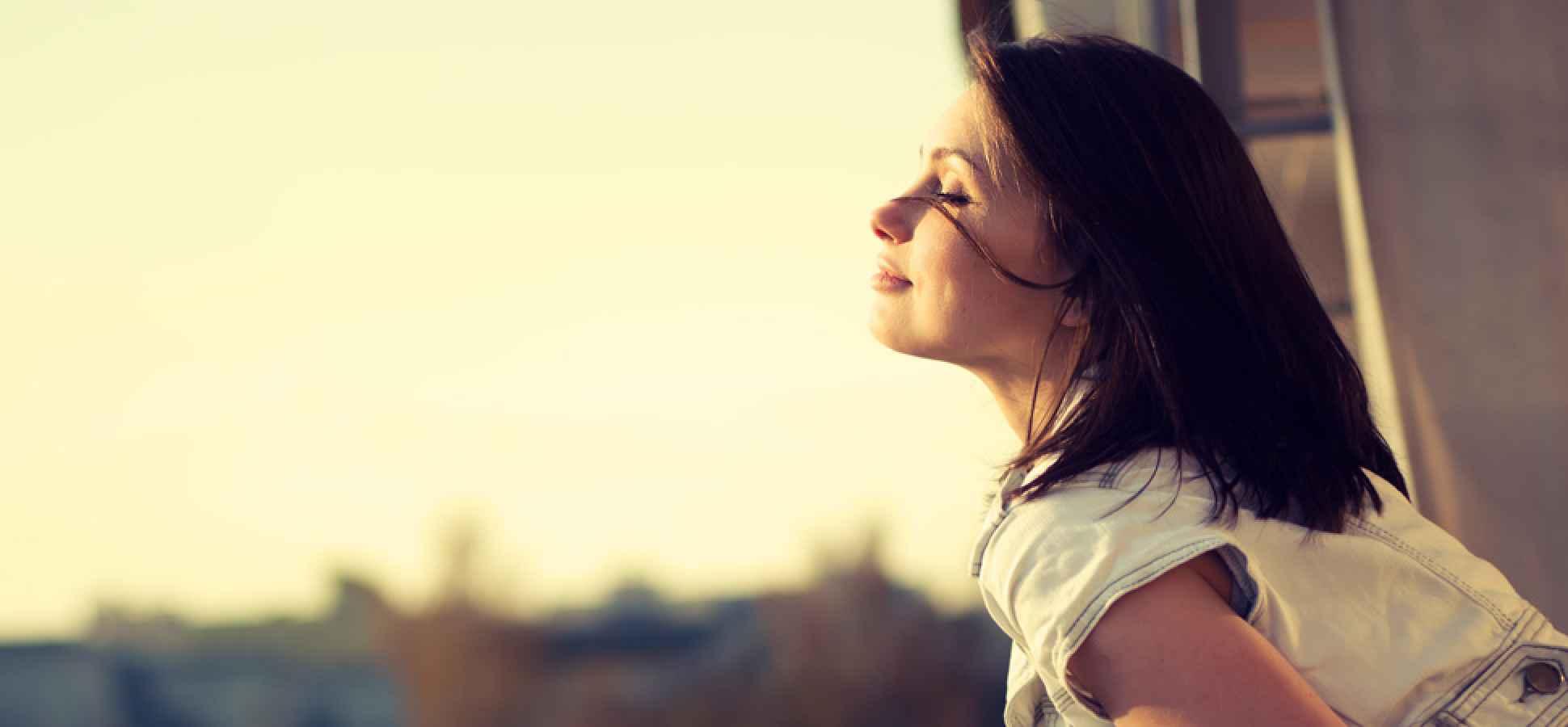 چرا شاد ماندن کار سختی است؟