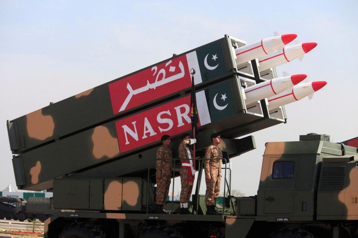 بر اساس برآوردهای صورت گرفته توسط کارشناسان، هند حدود 140 کلاهک هسته ای و پاکستان نیز حدود 160 کلاهک هسته ای در اختیار دارد
