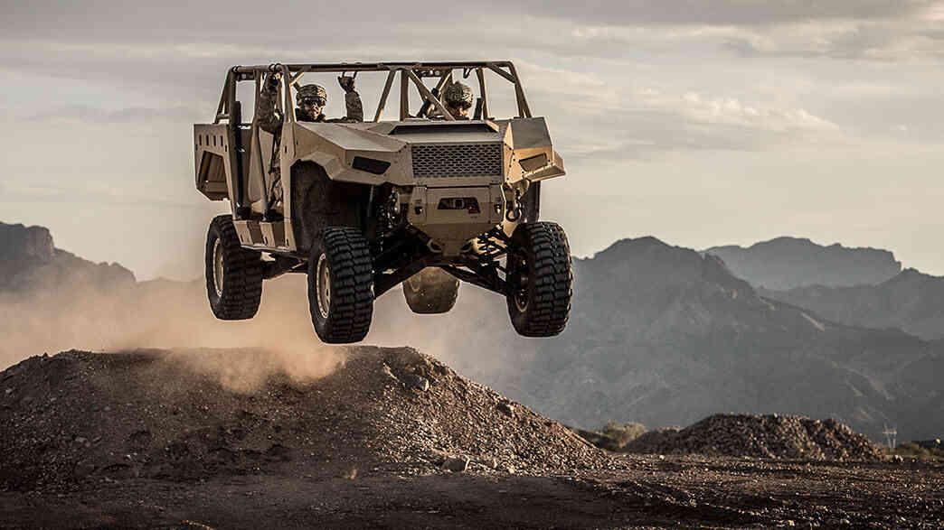 ارتش ایالات متحده در حال بررسی سه خودرو نظامی سبک است که هر کدام قصد دارند جدیدترین خودرو نظامی هوابرد متعلق به چتربازان ارتش این کشور باشند.