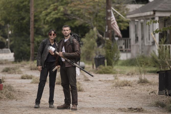 سریال «مردگان متحرک» (The Walking Dead) یکی از آن دسته سریال هایی است که به یک دنیای تلویزیونی تبدیل شده و مدیران شبکه AMC با سرمایه گذاری گسترده روی آن در حال ساخت سریال ها و فیلم های تلویزیونی متعددی بر اساس داستان زامبی محور آن هستند.