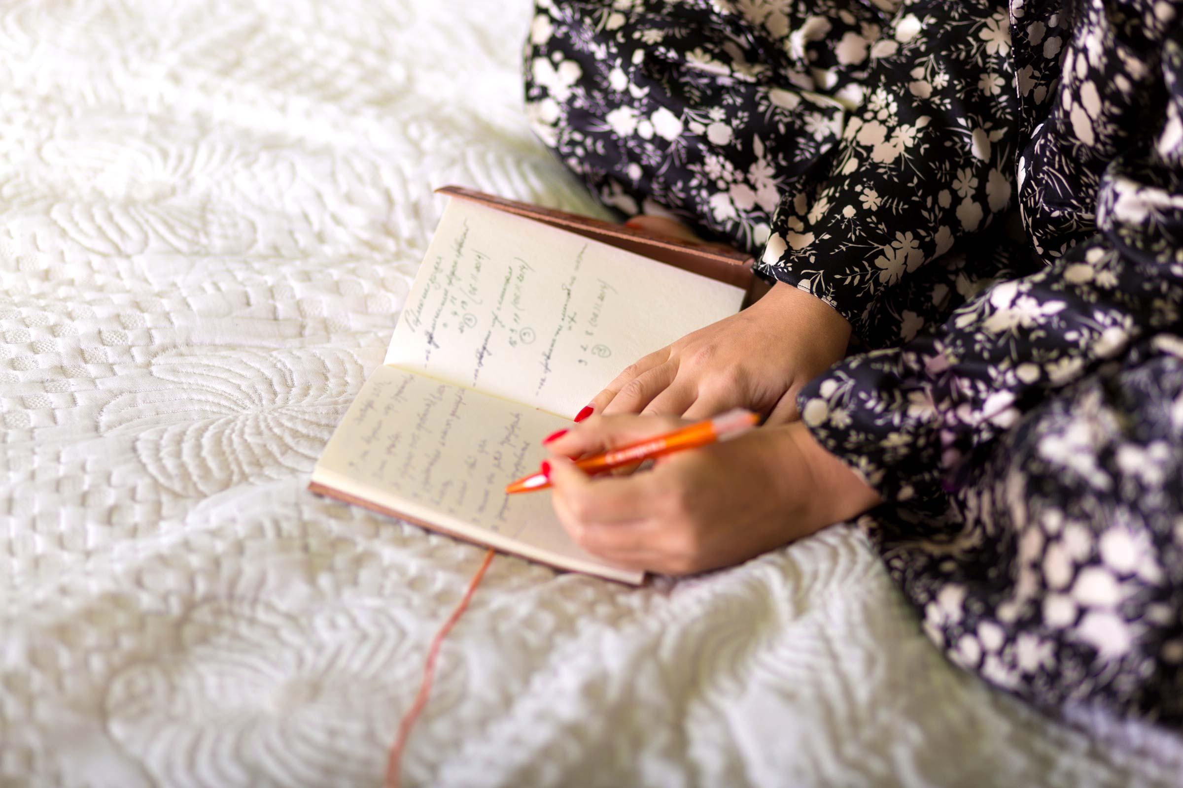 ترفندهای عجیب برای حل مشکل بیخوابی