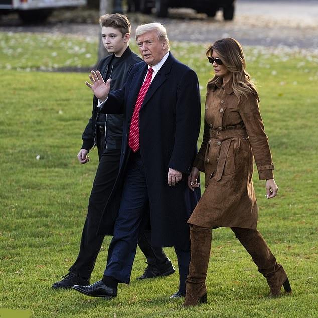 بارون ترامپ، پسر 13 ساله دونالد ترامپ، روز سه شنبه همراه والدین و پدربزرگ و مادربزرگش برای گذراندن تعطیلات روز شکرگراری به ملک خانوادگی ترامپ ها با نام مار-ئه-لاگو در پالم بیچ فلوریدا رفت.