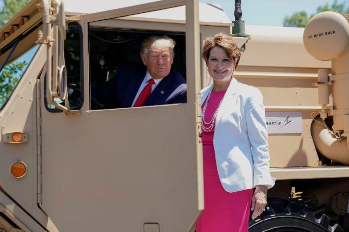 در سال های حضورش در کاخ سفید، دونالد ترامپ همواره حامی وفادار و متعهدی به دوستان خوبش در بوئینگ، لاکهید مارتین، ریتون و جنرال داینامیکس- اصلی ترین ذینفعان تجارت اسلحه ایالات متحده-عربستان سعودی- بوده است.