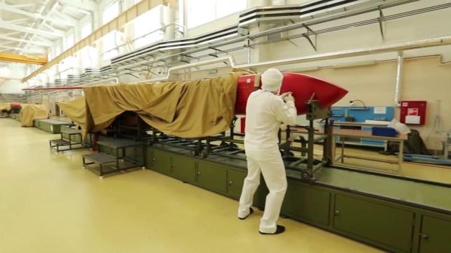 ولادیمیر پوتین اخیراً به بازمائدگان دانشمندان هسته ای که در جریان آزمایشات موشکی و در نتیجه انفجار جانشان را از دست دادند مدال شجاعت داد.