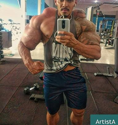 سجاد غریبی جوانی ایرانی فعال در رشته پاورلیفتینگ است که به خاطر هیکل خاص و عضلات پهنش به او لقب هالک ایرانی داده شده است.