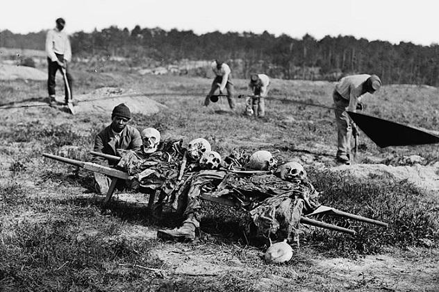 جنگ یکی از ثابتترین اما ناخوشایندترین و هولناک ترین جنبه های زندگی انسان از آغاز زندگی بر روی کره زمین بوده که همواره بلای جان انسانیت بوده است.