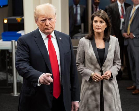 نیکی هیلی، نماینده سابق ایالات متحده در سازمان ملل، ادعا کرده که دو نفر از مشاوران ارشد دونالد ترامپ، رییس جمهور کنونی ایالات متحده، سعی داشته اند او را متقاعد کنند که به شکل مخفیانه و از درون، کابینه ترامپ را تضعیف نماید.